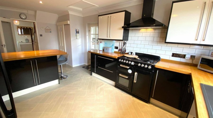 kitchen pic 5.jpg