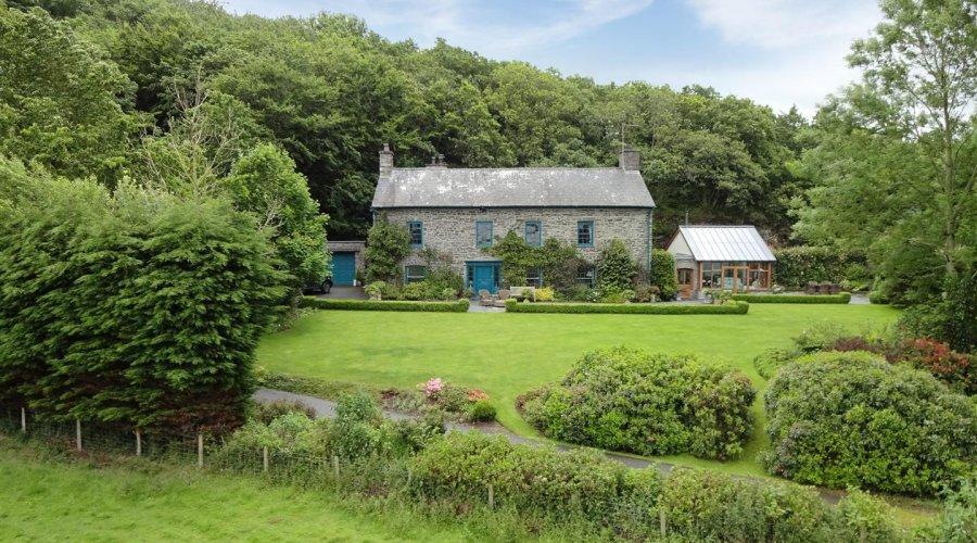 Crugiau House, Powys.jpg