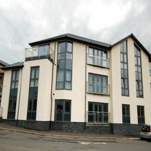 6 Glyndwr House