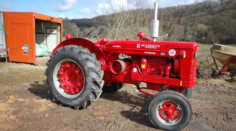 VINTAGE TRACTOR AND MACHINERY SALE