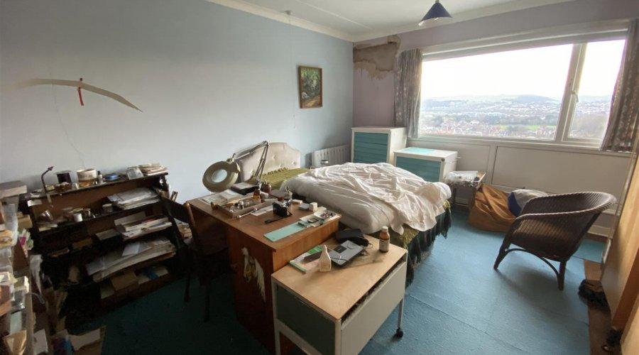 BEDROOM 1 / OFFICE