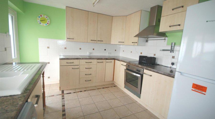 OPEN PLAN KITCHEN/ DINING ROOM