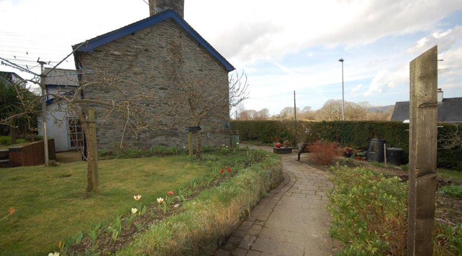 Lapley cottage - garden 2.jpg