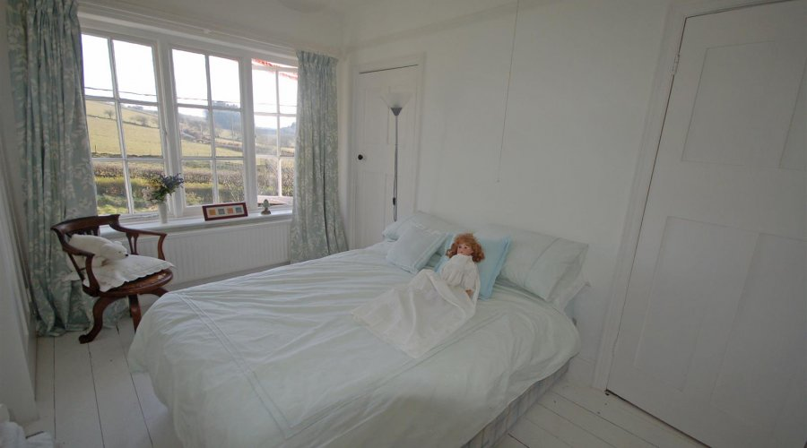 y hen WHITE BED.jpg