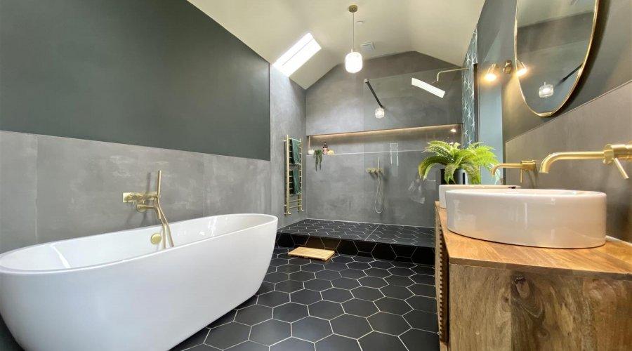 27 qr bathroom pic 3.jpg