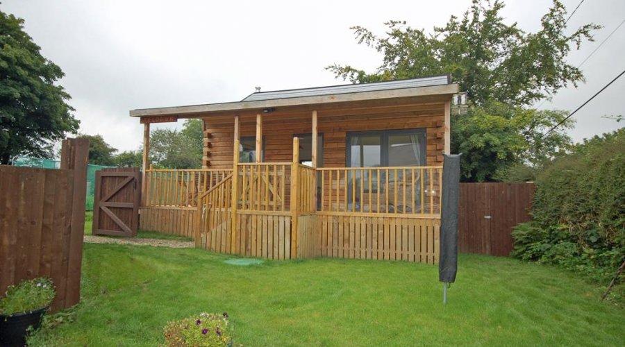 Maesycrugiau, plwmp - summerhouse.jpg