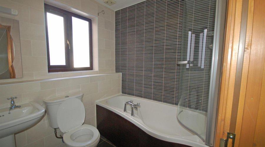 7 Y gerddi - bathrom.jpg