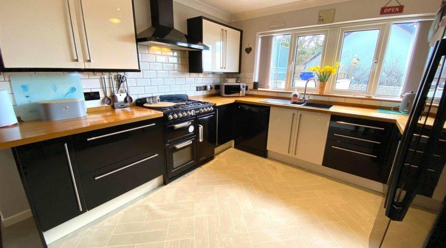 kitchen pic 4.jpg