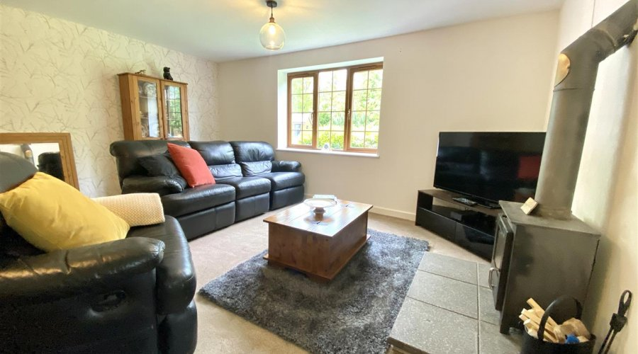 LIVING ROOM/ SECONDARY LOUNGE