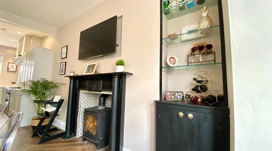 27 qr fireplace downstairs.jpeg