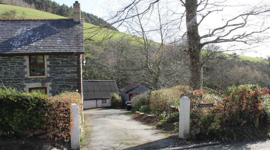 Aberddwynant - driveway.jpg
