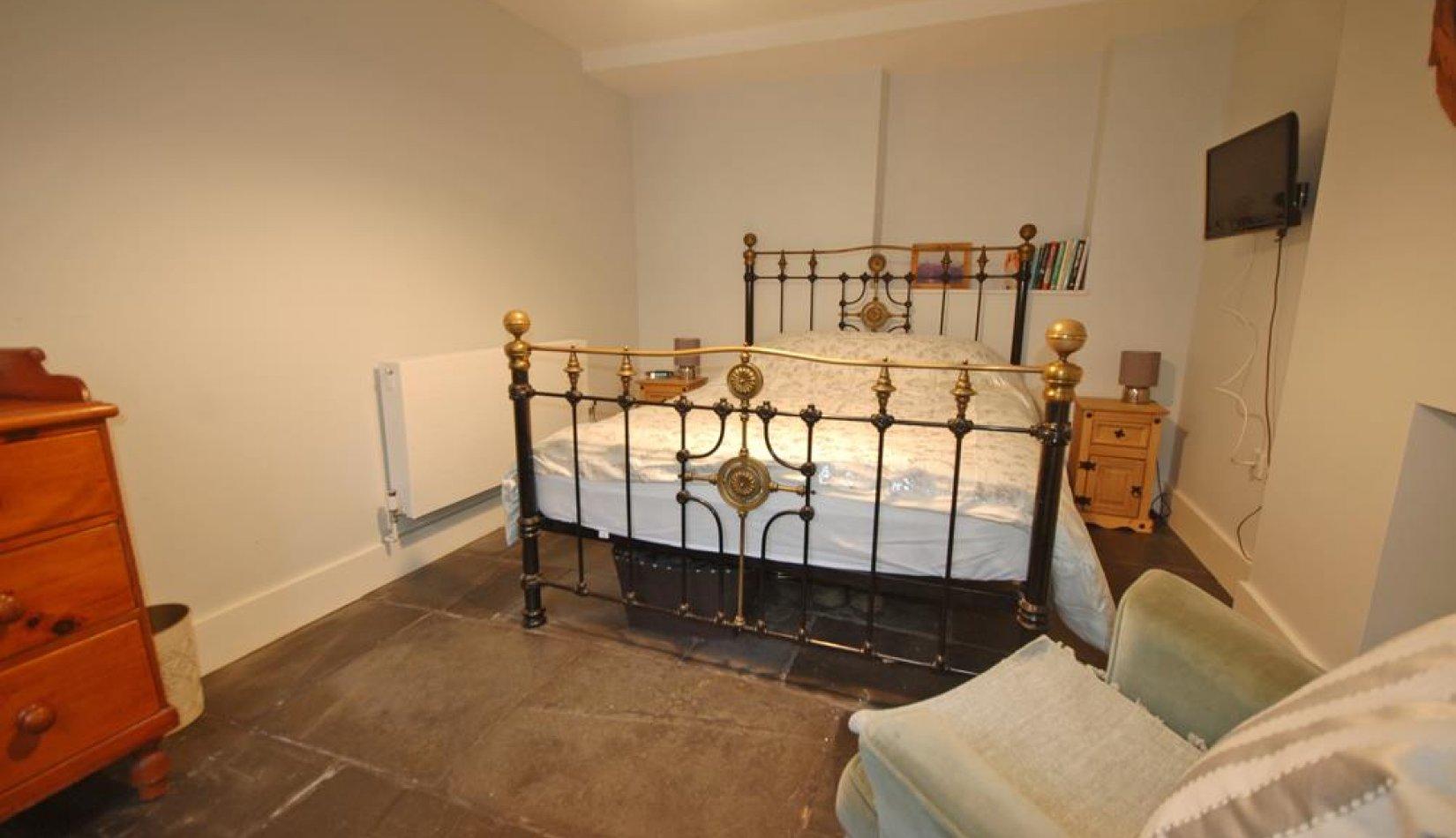 SITTING ROOM/ BEDROOM 1