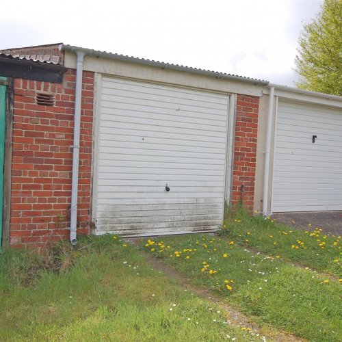 The Garage to the rear of Plas Avenue