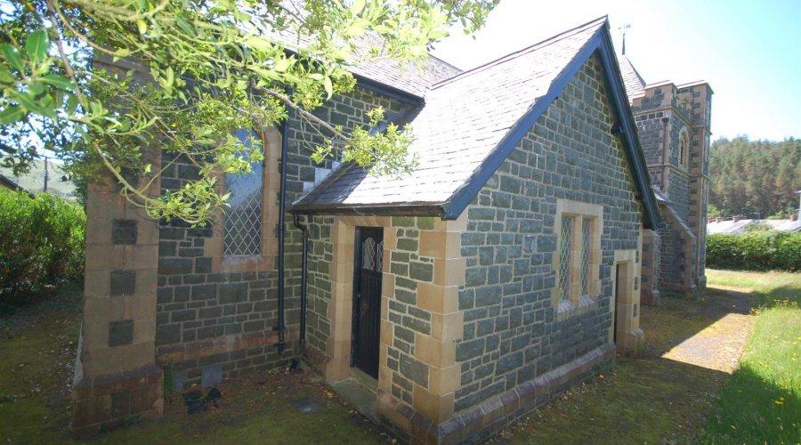 St Davids church - side.jpg