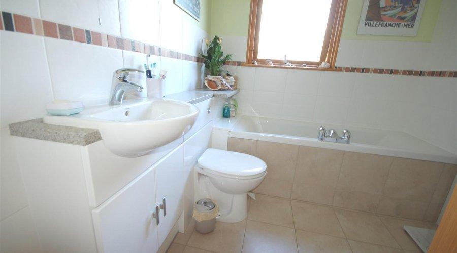 Meall Beag bathroom.jpg