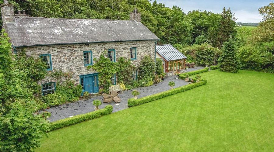 Crugiau House, Powys-4.jpg