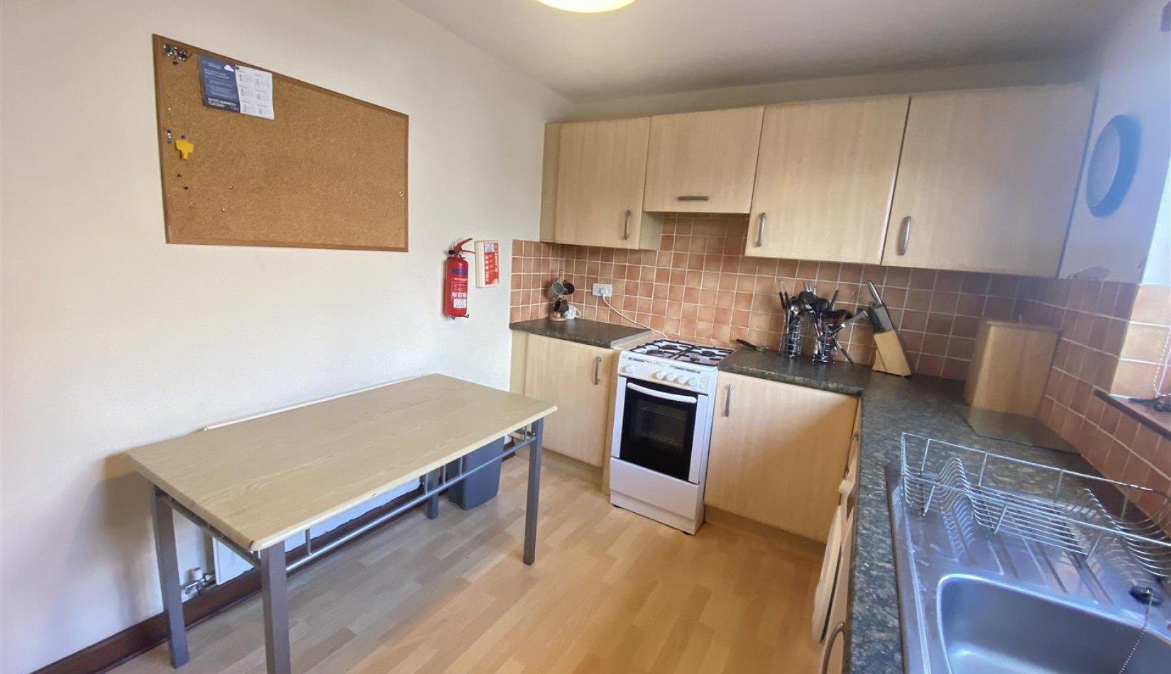 15 gg kitchen pic 2.jpg