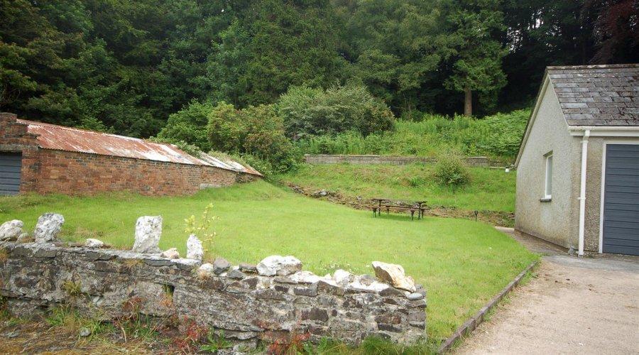 Crud Yr Awel - garden 2.jpg