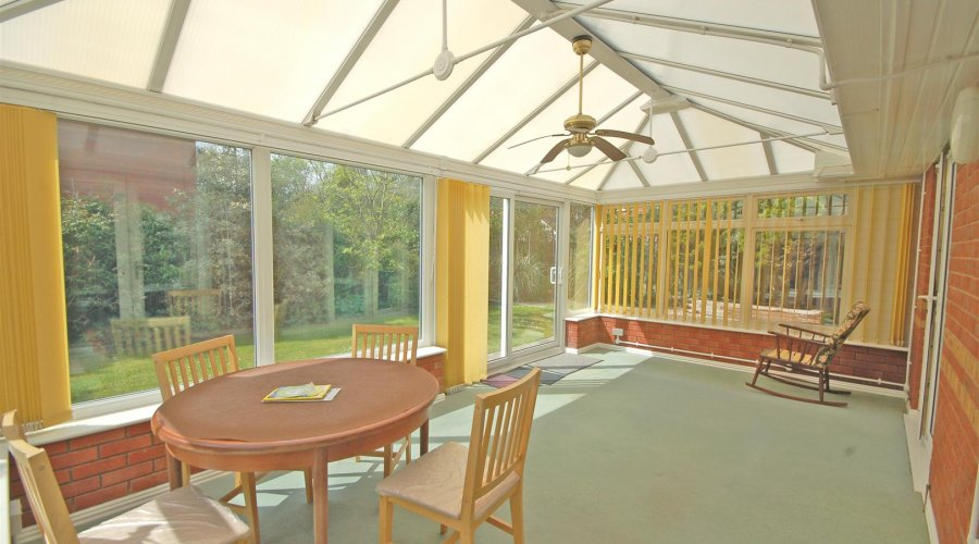 CONSERVATORY / DINING AREA